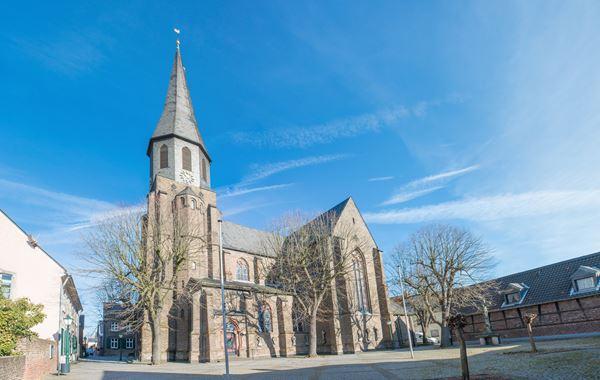 Monteurzimmer Köln Chorweiler: Blick auf die Kirche